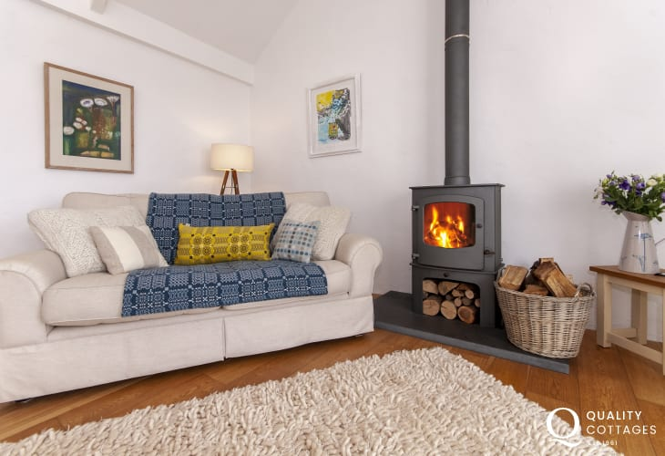 Abereiddy North Pembrokeshire - cosy holiday cottage with log burning stove
