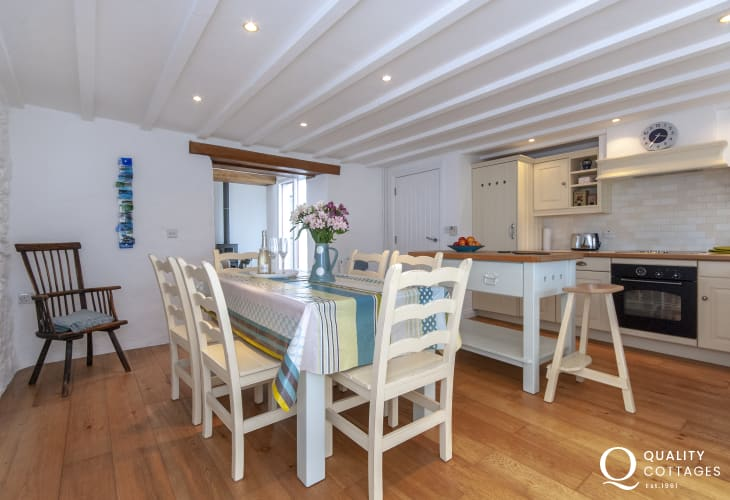 Self-catering Pembrokeshire coastal cottage - spacious open plan kitchen/diner
