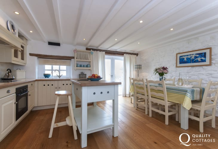 Pembrokeshire self-catering holiday cottage - luxury open plan kitchen/diner