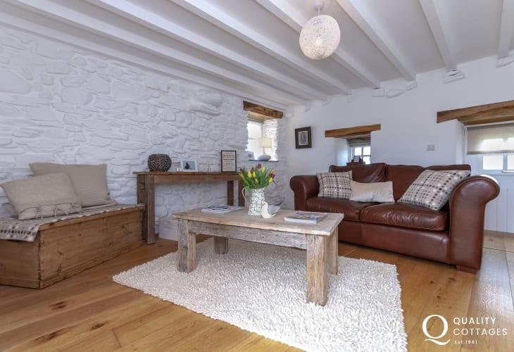 Abereiddy family holiday cottage - snug