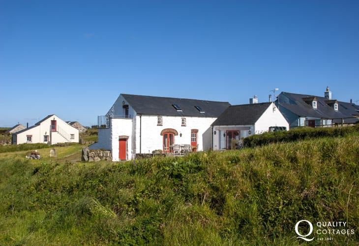 Abereiddy, North Pembrokeshire pet free holiday cottage with coastal views