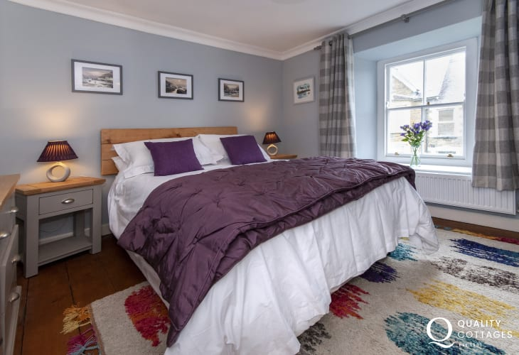 Fishguard holiday cottage -  master double bedroom