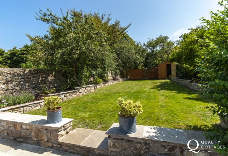 Fishguard town house with enclosed gardens - pets welcome