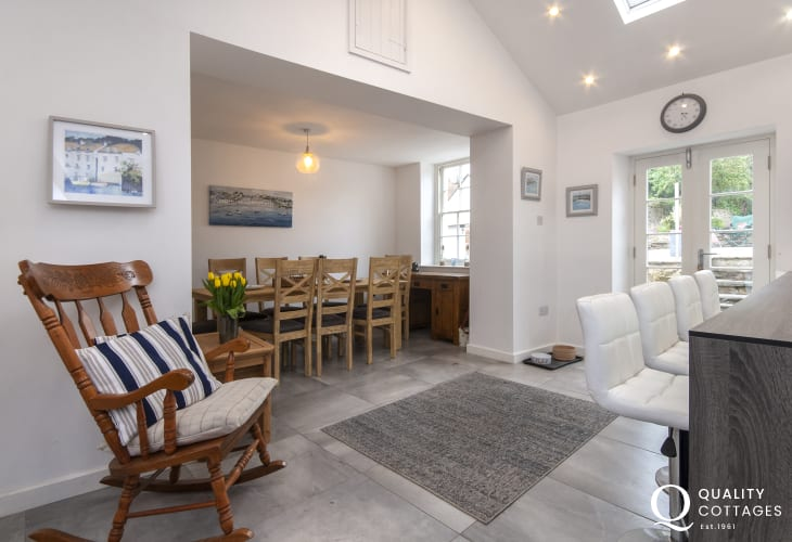 Fishguard self catering cottage with modern open plan kitchen/diner