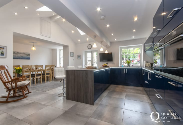 Self catering North Pembrokeshire - restored cottage with luxury open plan kitchen/dining room