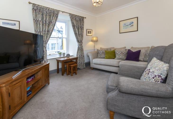Fishguard Pembrokeshire holiday home - snug lounge with wifi and 52