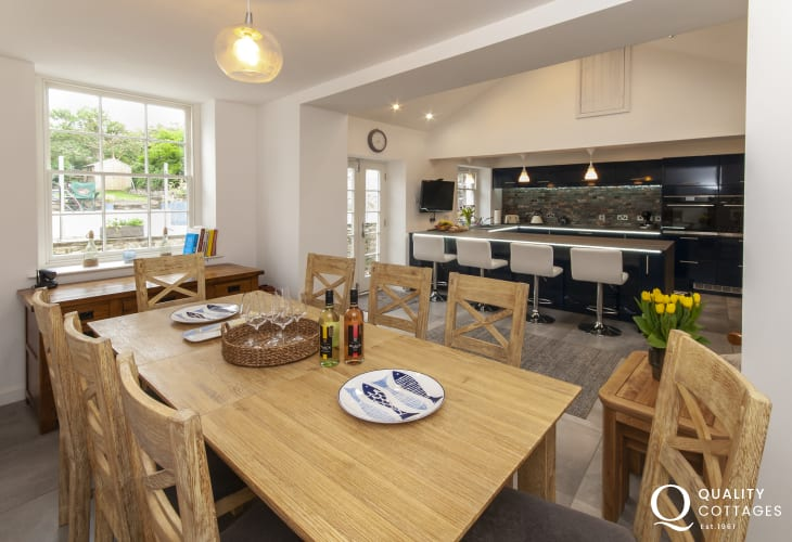 Holiday cottage, Pembrokeshire - dining area with seating for 8 guests