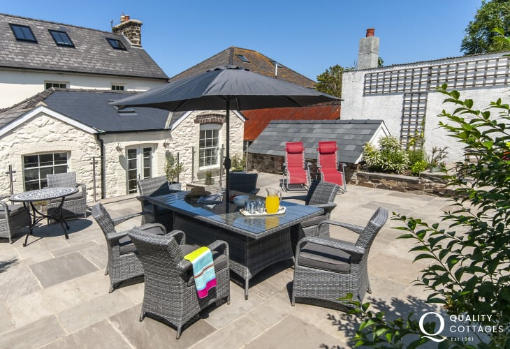 Pet friendly Strumble Head holiday cottage - rear enclosed patio