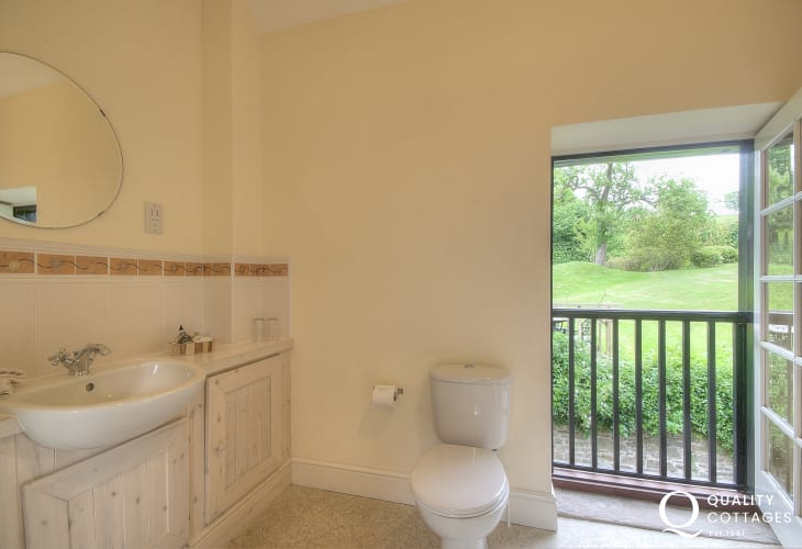 Glasbury holiday cottage - ensuite