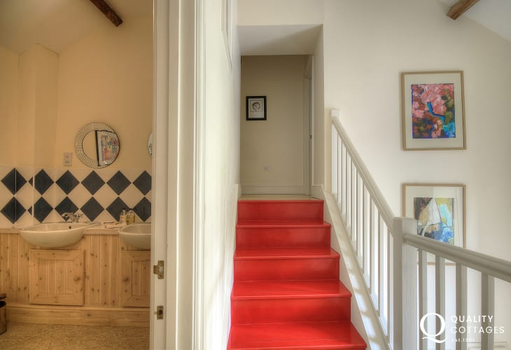 Hay on wye self catering cottage - landing