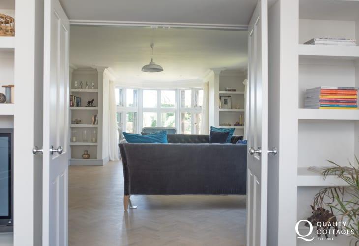 Unique homestay wales sleeps 12  - lounge