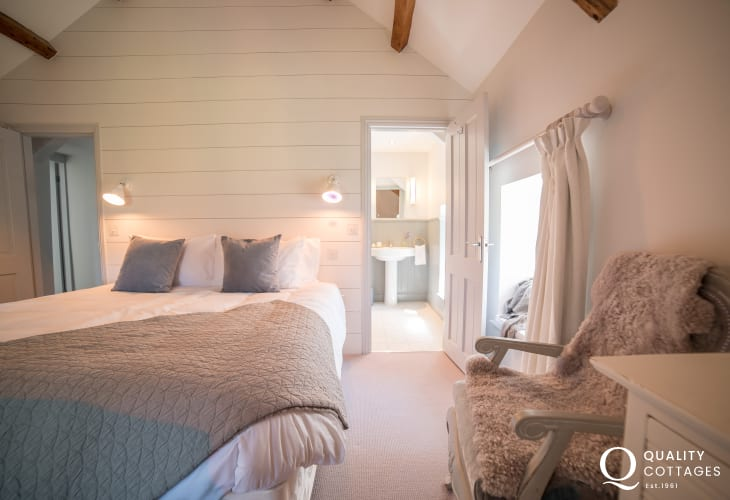 Luxury holiday house Wales - bedroom