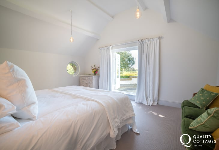 6 bedroomed holiday house  Wales - bedroom