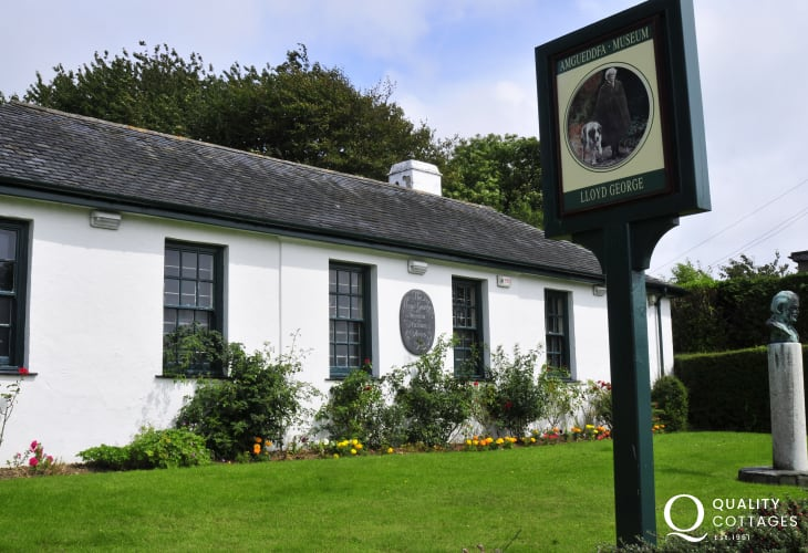 The village of Llanymstundwy  George Museum