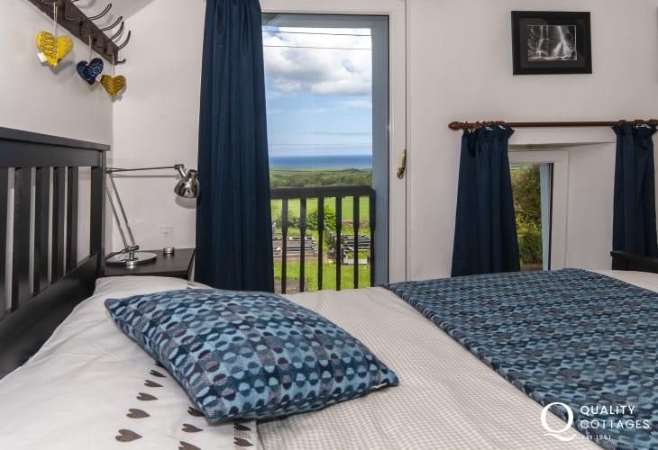 Pembrokeshire coastal cottage - master with coastal views