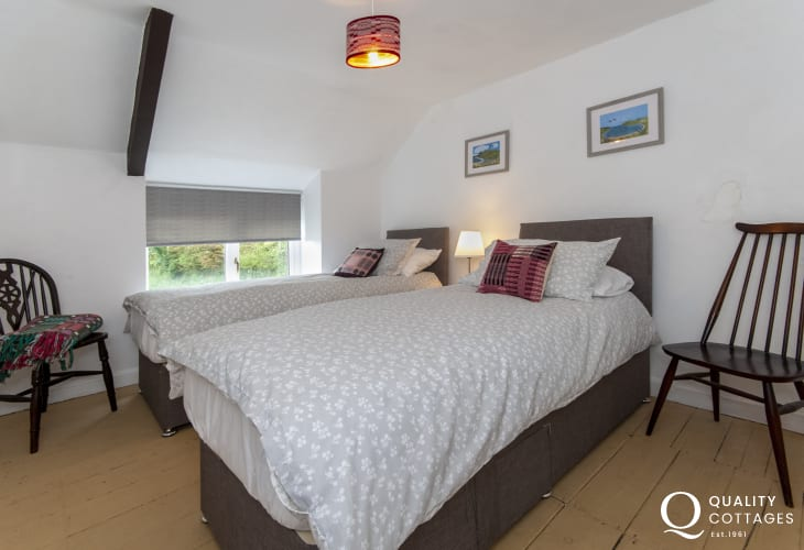 Holiday cottage near Porthgain sleeps 6 - twin with sea views