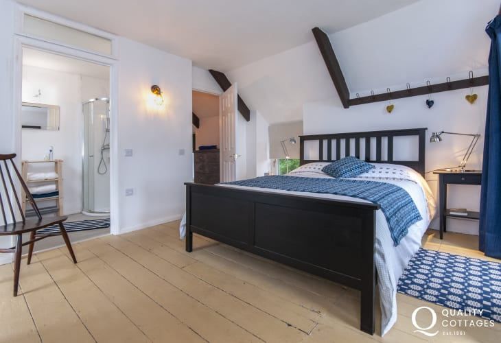 Abercastle holiday cottage - king size master bedroom