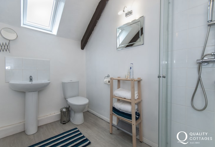Abercastle holiday cottage - king size master bedroom
