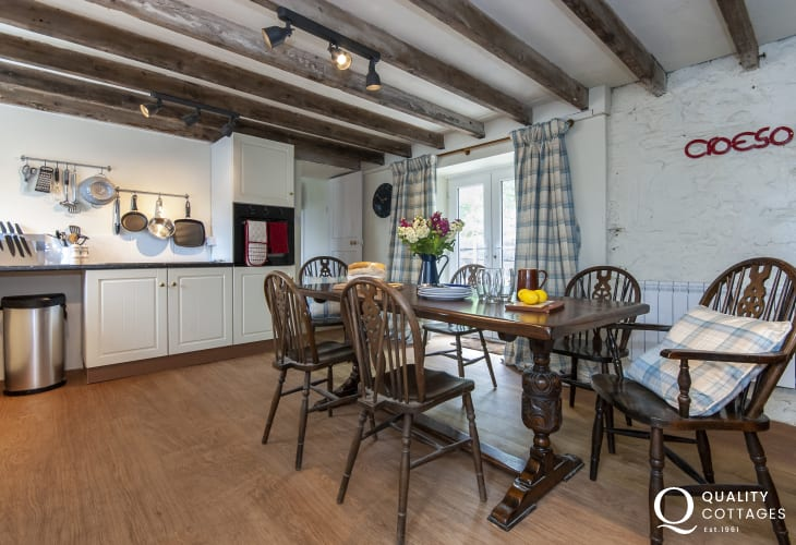 Self catering North Pembrokeshire cottage - spacious open plan kitchen/diner