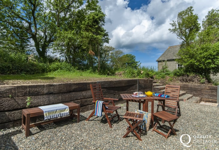 Pet friendly holiday cottage near Porthgain - garden