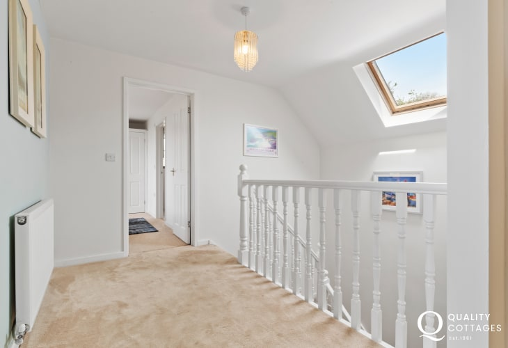 Saundersfoot 3 lovely beaches nearby cottage holiday sleeping 8 - hall upstairs
