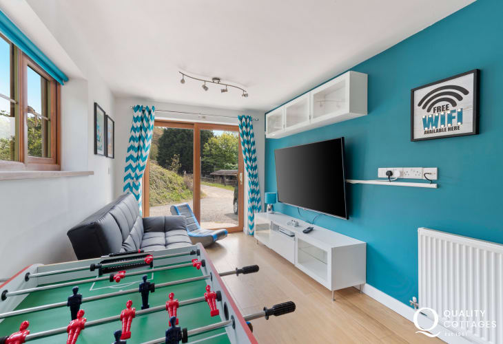 Pretty bustling Saundersfoot has 3 lovely beaches - games room large TV, gaming chair football table