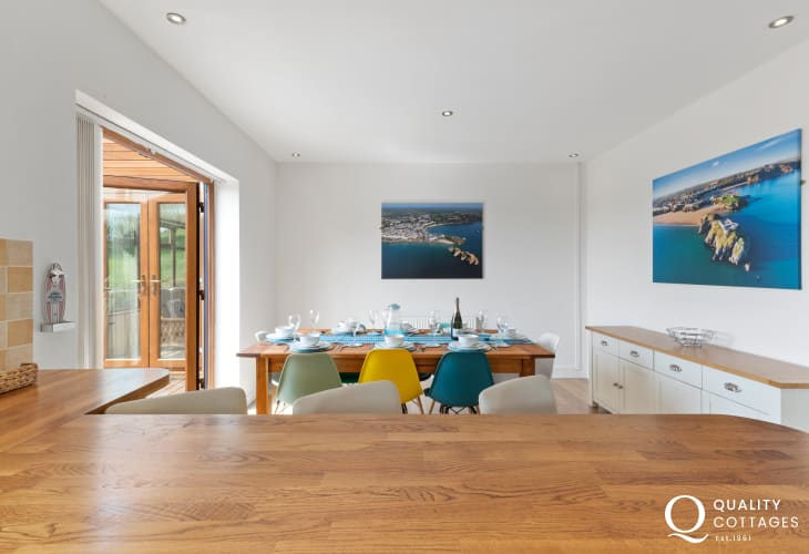 North harbour beach Tenby cottage holiday - kitchen/dining area