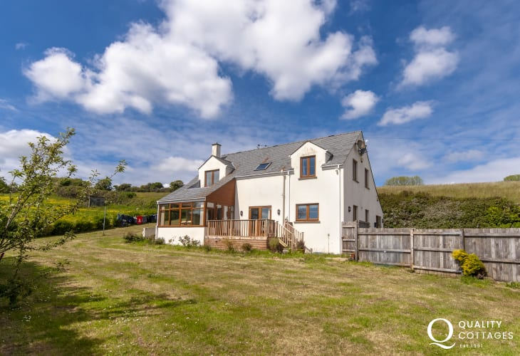 Peaceful, tranquil location with sea views - sleeps 8