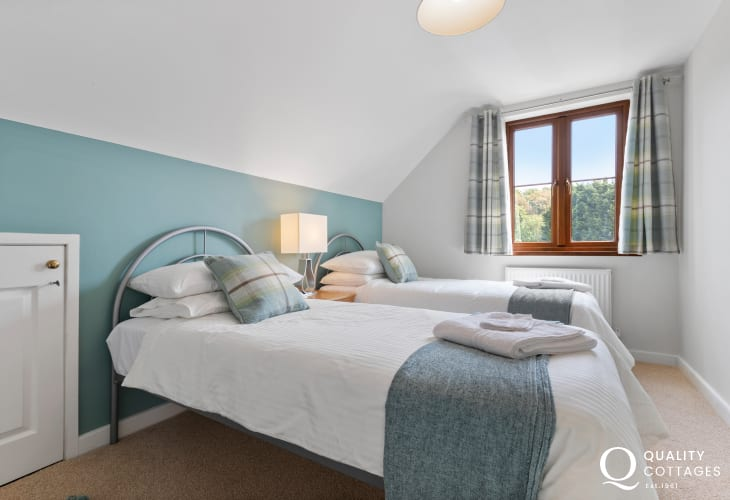 Colby gardens (N.T.) for peaceful woodland walks - twin bedroom two single beds