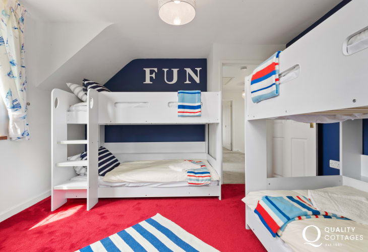 Beach side holiday cottage - bunk bedroom cottage sleeps 8