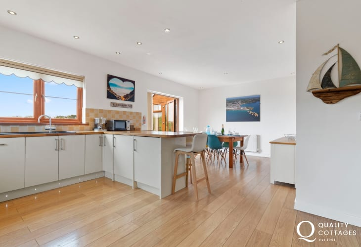 South beach Tenby for Pembrokeshire holiday - well equipped kitchen/dining area