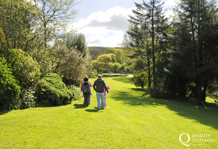 Hilton Court Crafts and Gardens - enjoy 12 acres of lakes and woodlands plus a tea room and restaurant