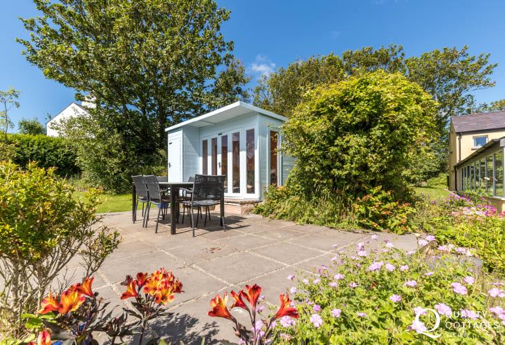 Pet friendly Pembrokeshire coastal cottage - gardens
