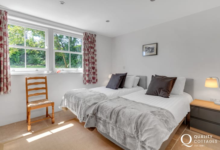 Solva holiday cottage for 8 people - ground floor twin bedroom