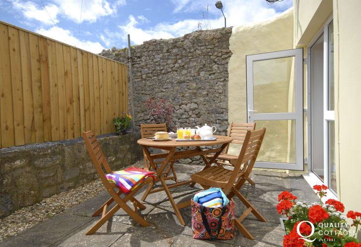 Pembrokeshire holiday cottage with enclosed sheltered patio