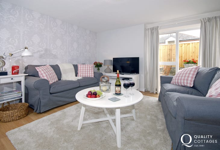 Pet friendly South Pembrokeshire holiday cottage - sitting room