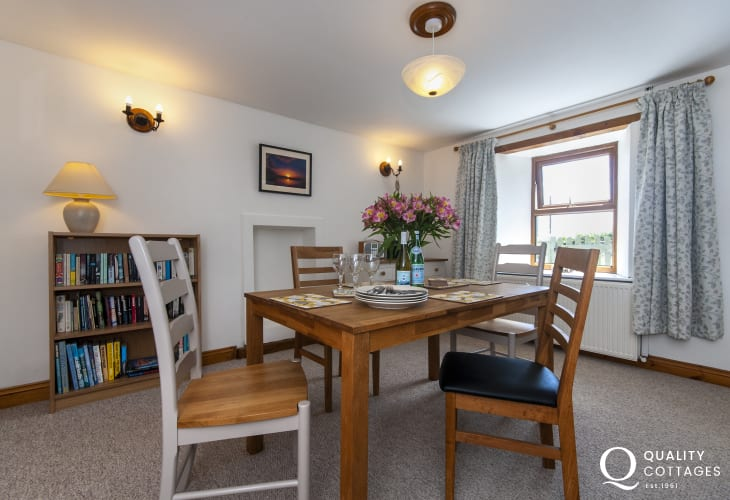 Abercastle holiday cottage  - dining area