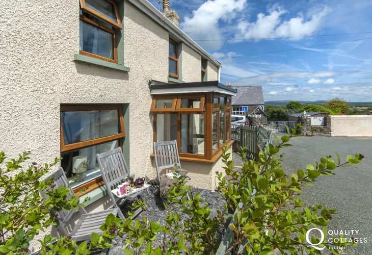 Dog friendly holiday cottage near Abermawr - enclosed from patio
