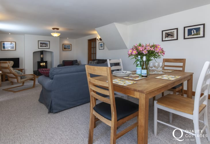 Mathry holiday cottage - open plan lounge/diner with super fast wifi