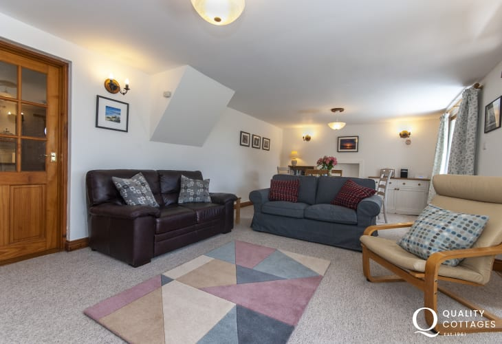 Abercastle holiday cottage with spacious, open plan sitting/dining room