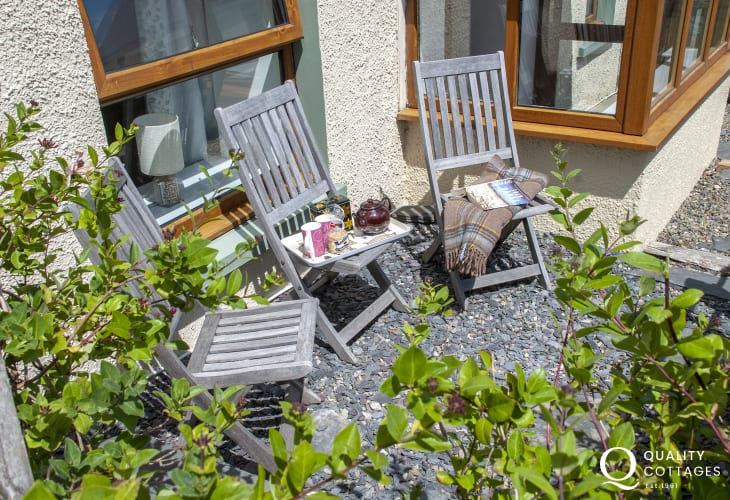 Abermawr holiday cottage with sunny, enclosed front patio