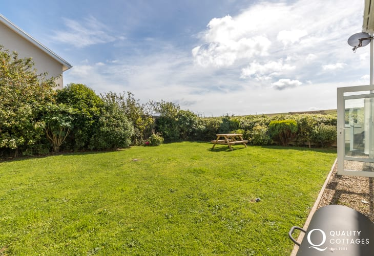 Tenby seaside town cottage holiday - garden