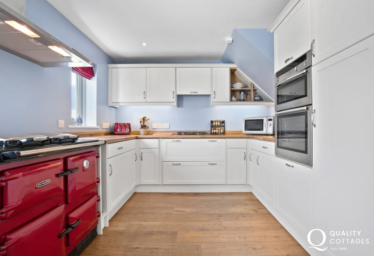 North harbour beach Tenby cottage holiday - luxury kitchen arga