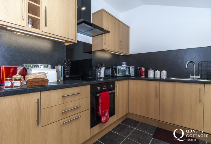 Self-catering Solva - fully equipped modern kitchen