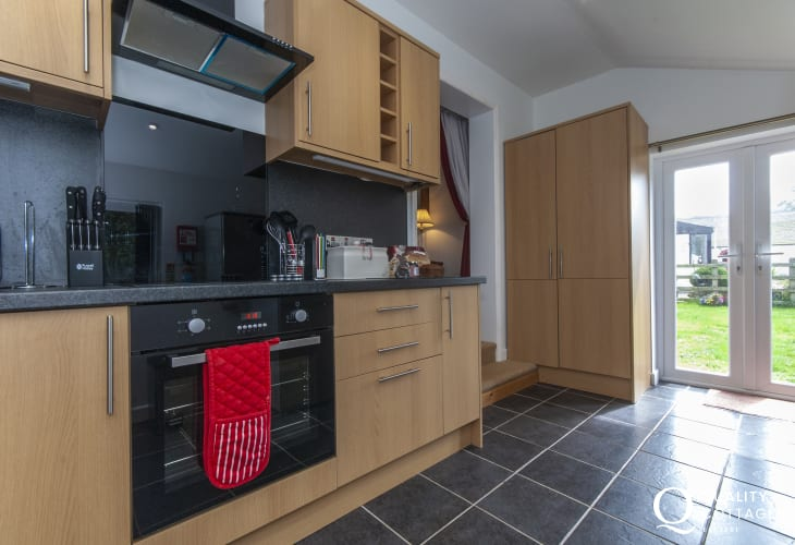 Self-catering Newgale - kitchen with patio doors to the garden