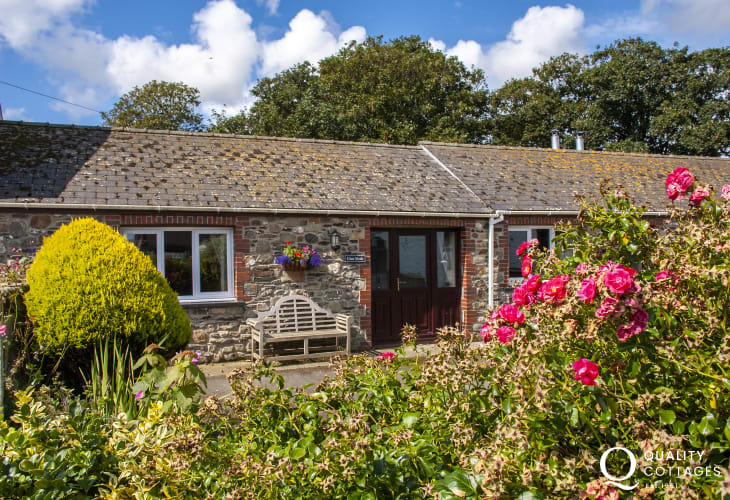 Pet friendly Pembrokeshire holiday farm cottage with small rear gardens