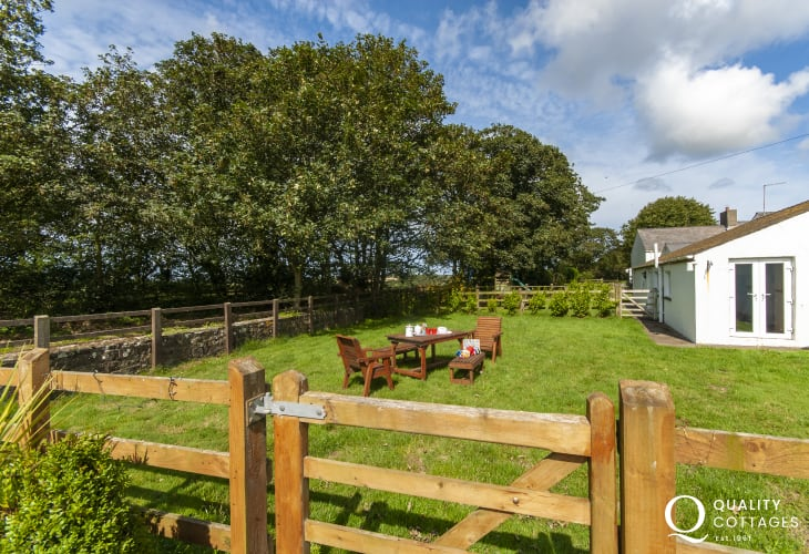 Pet friendly Solva holiday home - rear garden