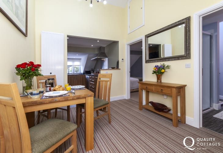 North Pembrokeshire luxury self catering apartment - kitchen/diner