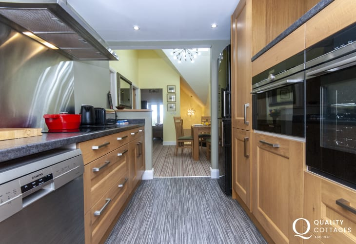 Self catering North Pembrokeshire flat - open plan kitchen/diner
