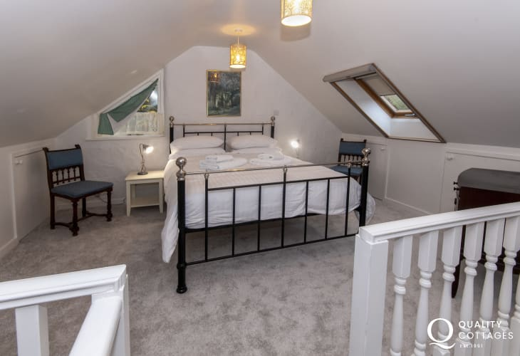 Pembrokeshire romantic retreat sleeps 2 - king size bedroom on mezzanine gallery